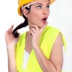 黄色のヘルメットを持つ女性 — ストック写真