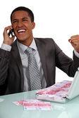Extatické podnikatel s aktovkou plnou peněz — Stock fotografie