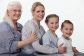 Quatuor de femme jeune et plus âgé — Photo