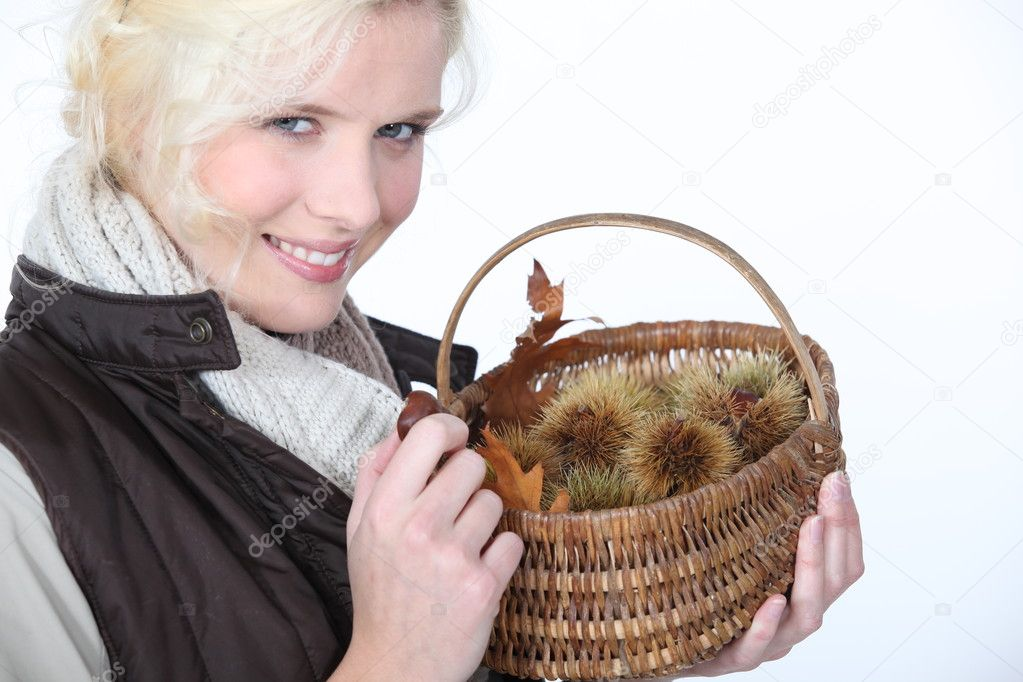 Woman with basket of chestnuts — Stock Photo #11886897