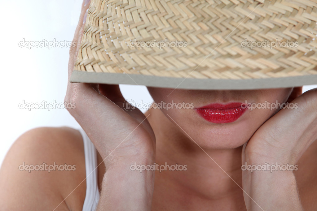 Beautiful woman wearing a summer hat — Stock Photo #11887189
