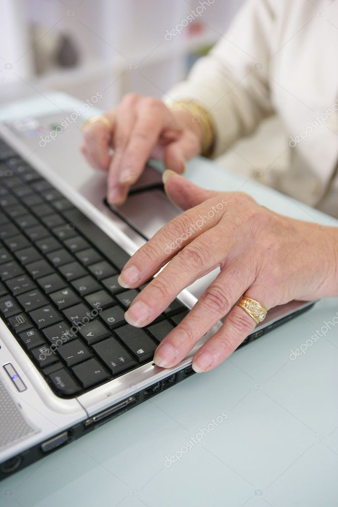 Woman typing on a laptop — Stock Photo #11887356