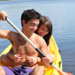 Young couple kayaking — Stockfoto