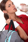 Athlete drinking water — Stock Photo