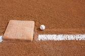 бейсбол возле третьей базы — Стоковое фото