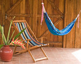 Tropische hangmat en stoel — Stockfoto
