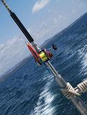 Canne à pêche unique sur un bateau — Photo