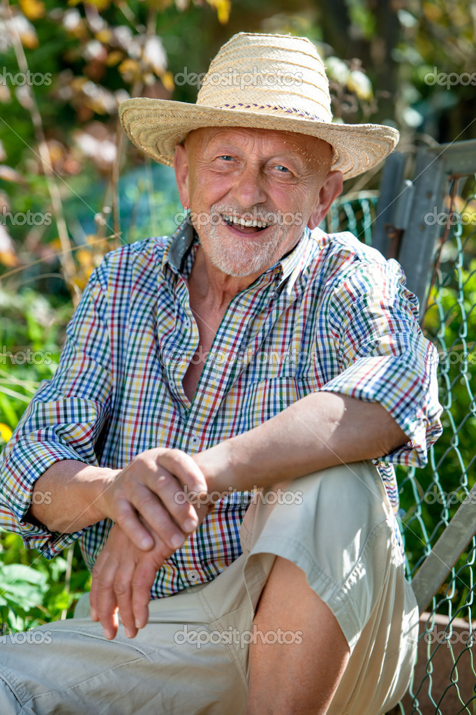 Portrait of senior man outdoors — Stock Photo #10827780
