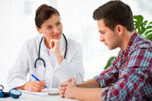 Doctor with male patient — Stockfoto