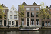 Houses and boat, leiden — Stock Photo