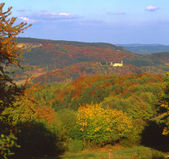 Panoramic views to the castle in the idyllic autumn landscape mountain range — Stock Photo
