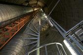 En el lado de la chimenea industrial — Foto de Stock