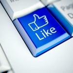 teclado e azul como botão, conceito de rede social — Foto Stock