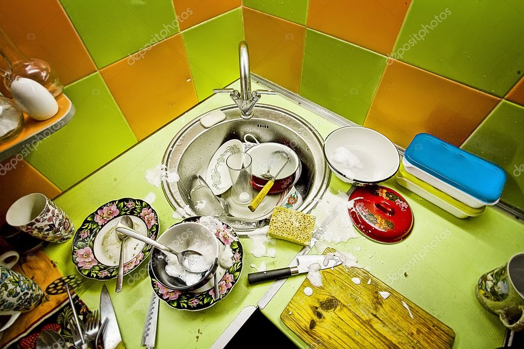 Washing-up in kitchen, green and orange tiles on a wall — Stock Photo #10915384