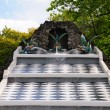 Fountains in Petergof park. The Chessboard Hill Cascade — Stockfoto