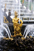 Fountains in Petergof park. Fountains Samson — Stock Photo