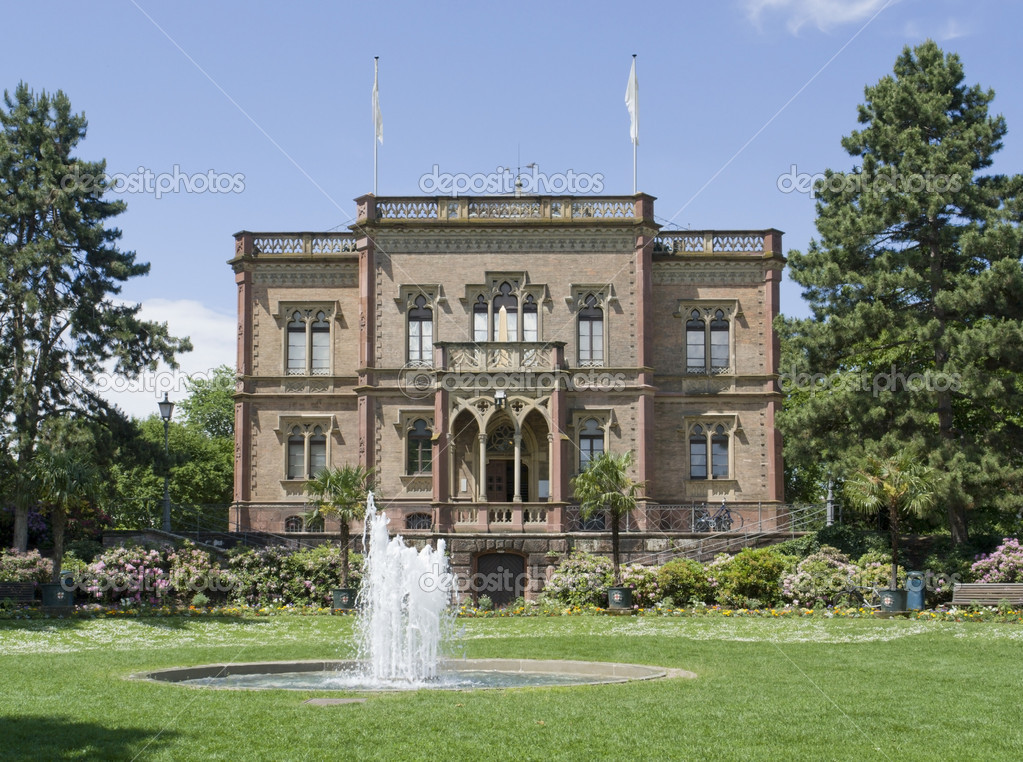 Mansion with park in Freiburg im Breisgau (Germany) named Colombischloessle — Stock Photo #10991289