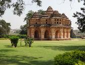 Templo no centro cacred de vijayanagara — Fotografia Stock