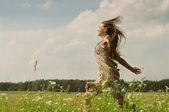 Girl running the meadow — Stock Photo