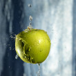 Green apple with drop of water - Stockfoto