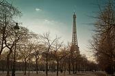 艾菲尔铁塔,从巷子里的视图 — 图库照片