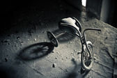 Abandoned tricycle — Stock Photo