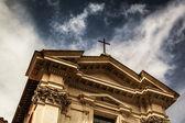 Katedral üzerinde çapraz — Stok fotoğraf