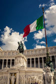 Italian flag on the background of the Sculpture — Stock Photo