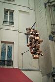 Een bos van potten op parijs straat — Stockfoto