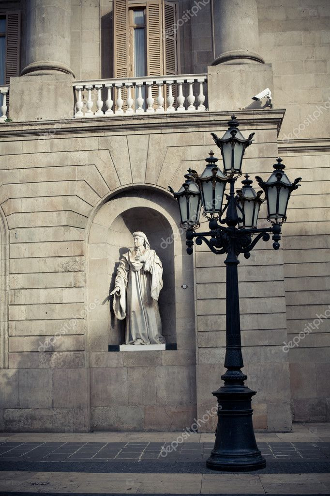 Streetlight and sculpture in Barcelona — Stock Photo #11741626