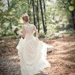 Bride runaway — Stock Photo