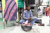 Shoe shiner. North India — Stock Photo