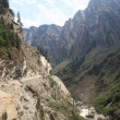 "A narrow mountain road to Badrinath, ""Northern India"" — Stock Photo"
