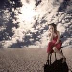 Alone girl on the desert — Stock Photo