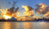 Port w sydney opera house i most — Zdjęcie stockowe