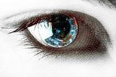 目の中の地球 — ストック写真
