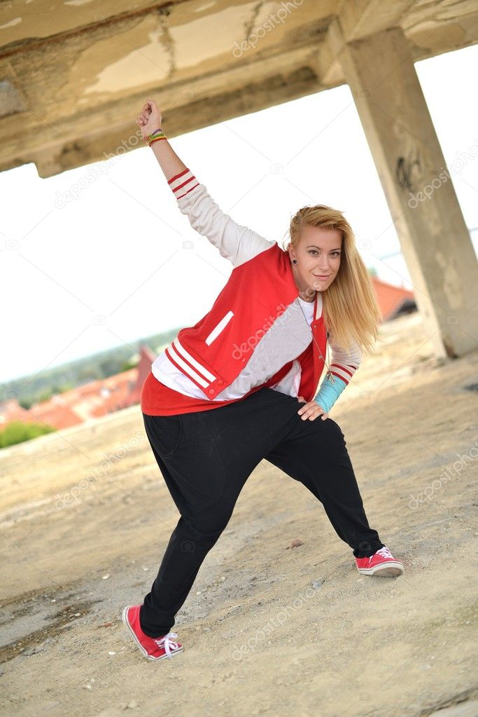Blonde street dancer — Stock Photo #11973952