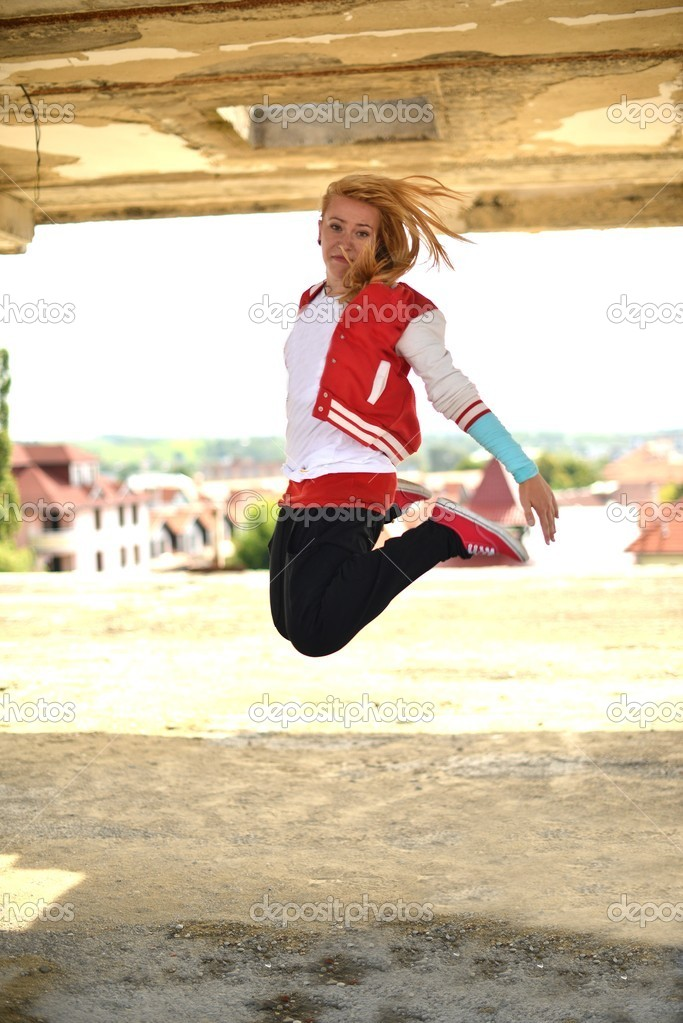 Blonde street dancer — Stock Photo #11975712