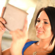 Woman Holding Ipad  — Stock Photo