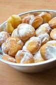 Ciambelle fresche con zucchero — Foto Stock