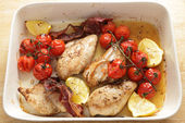Cooking grilled chicken and tomatoes — Stock Photo
