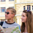 Young man and woman sightseeing — Stock Photo