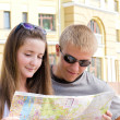 Attractive young tourist couple — Stock Photo