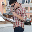 Man looking at a map in town — Foto de Stock