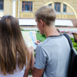 Couple of tourists reading a map — Stock Photo