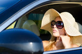 Woman driver in sunhat and sunglasses — Stock Photo