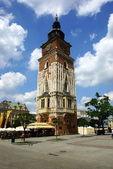 готическая ратуша башня на главной площади в кракове, польша — Стоковое фото
