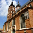 St Mary's Church,Kosciol Mariacki, at the main Market Square in Cracow, Poland — Lizenzfreies Foto