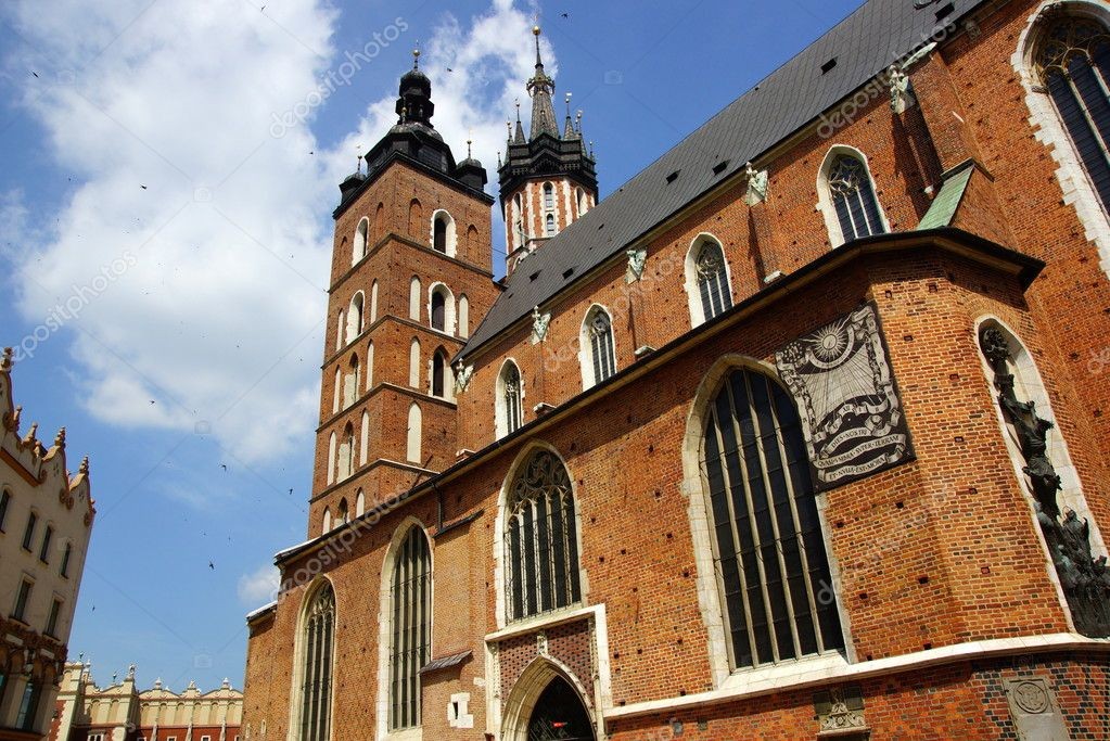 St Mary's Church,Kosciol Mariacki, at the main Market Square in Cracow, Poland — Stock Photo #11573456