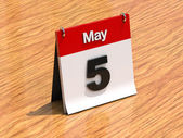 3D calendar standing on desk - May 5 - part of a set — Stock Photo